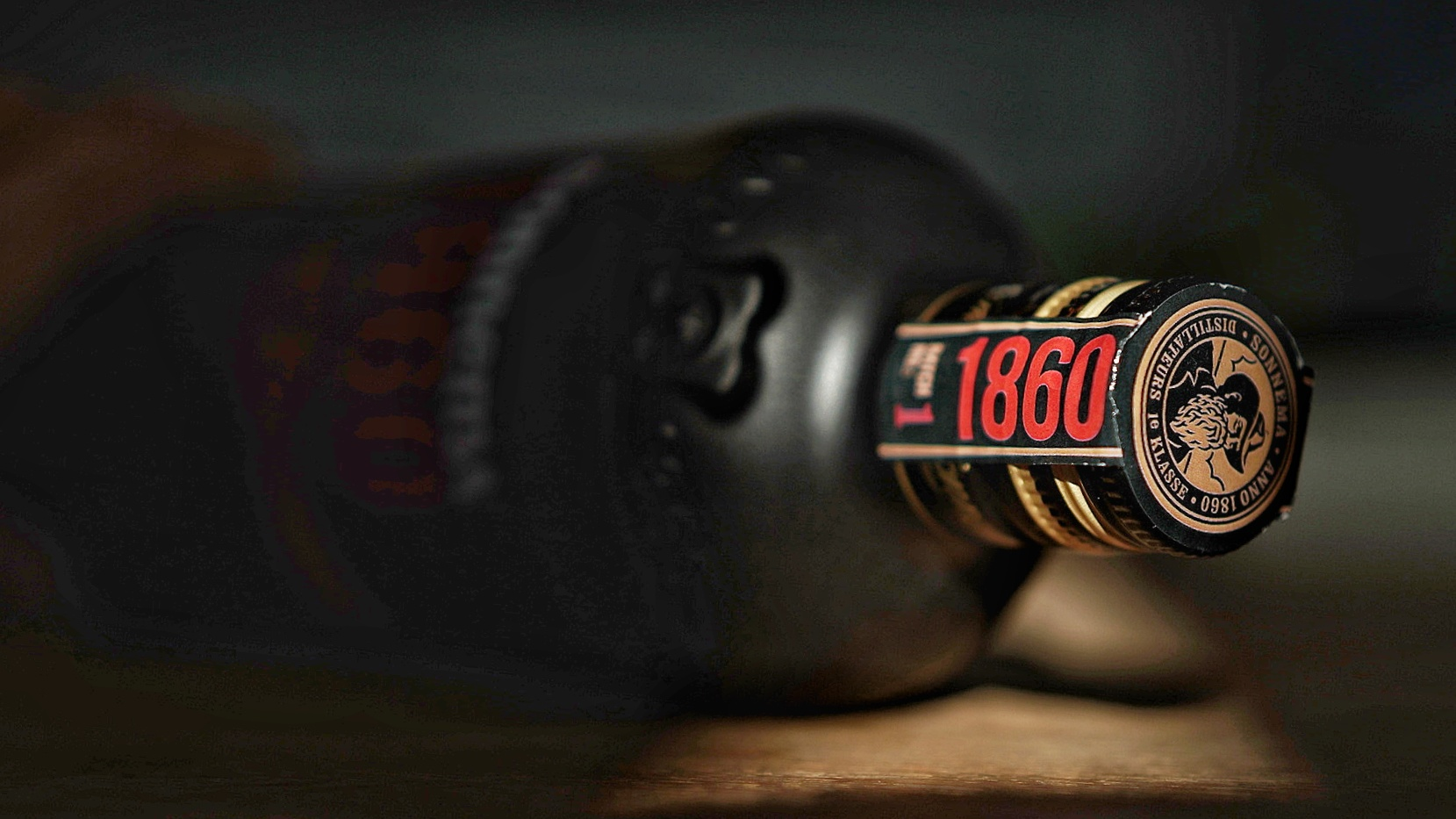 De speciale editie van Sonnema 1860 is verpakt in een fraaie fles